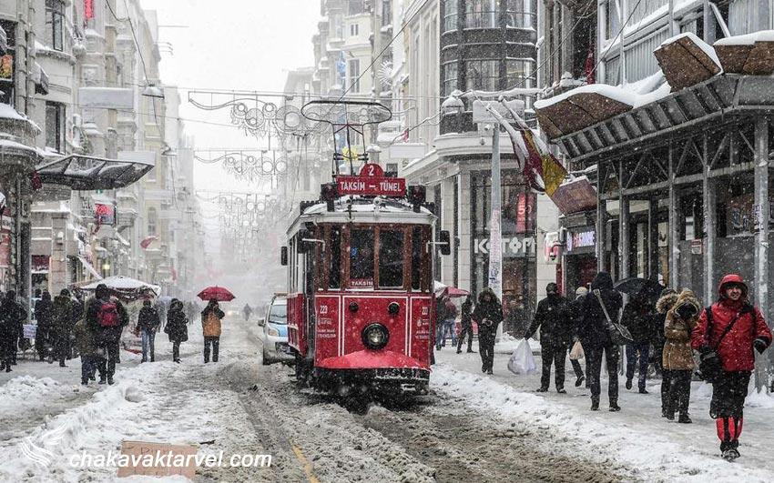 خیابان استقلال در زمستان برف استانبول جشنواره خرید استانبول
