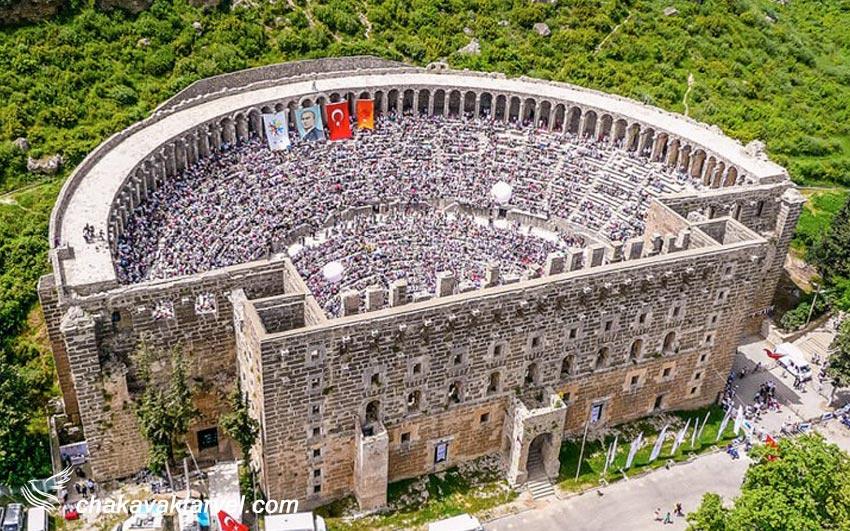 یکی از دلایل اصلی علاقهمندان به تاریخ در آنتالیا بازدید یک روزه از آسپندوس است. این مکان باستانی محل تئاتر رومیان بوده که امروزه کارشناسان بر این باورند که به بهترین نحو حفظ شده است و یکی از برترین جاذبه های گردشگری در کشور ترکیه است