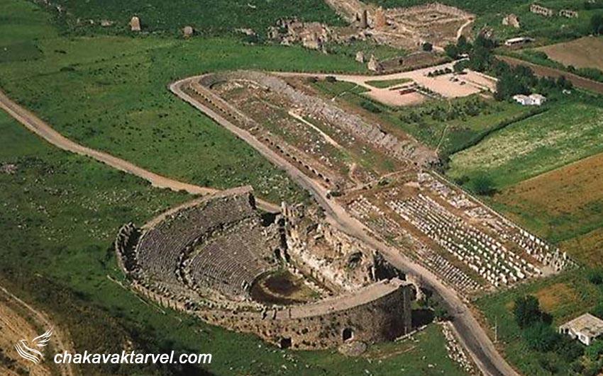 استادیوم بزرگ و پر از آوازه فدیمی و باستانی پرج (perge) و نمایی از تئاتر آن