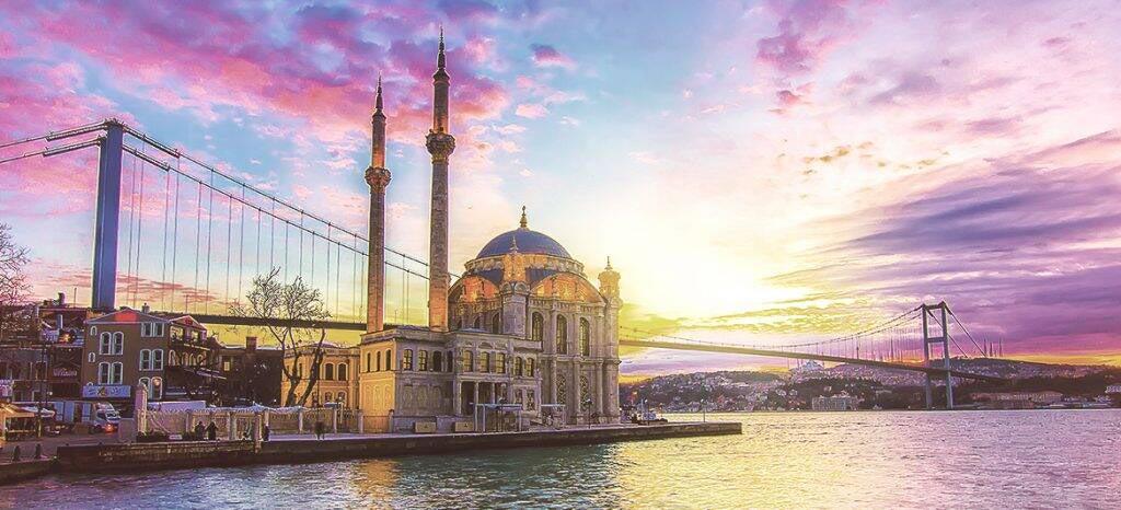 طلوع خورشید در استانبول