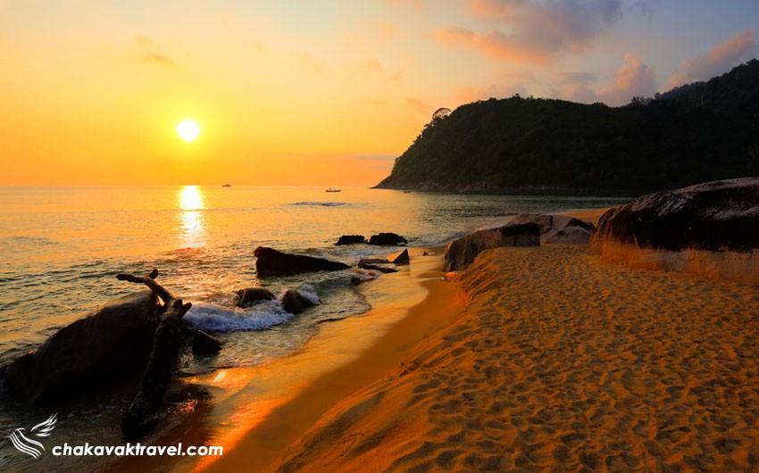 منظره غروب و طلوع دیدنی خورشید در سواحل جزیره تیومن مالزی