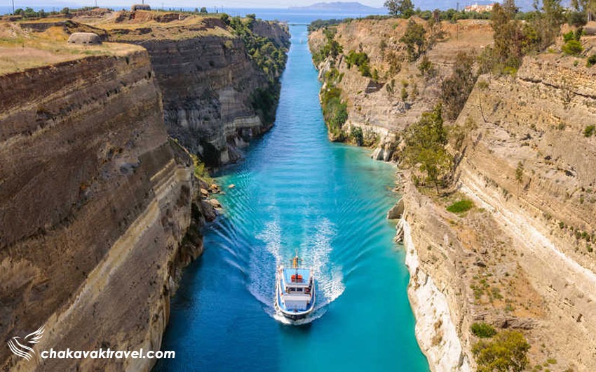 عبور قایق از داخل کانال کورنیس