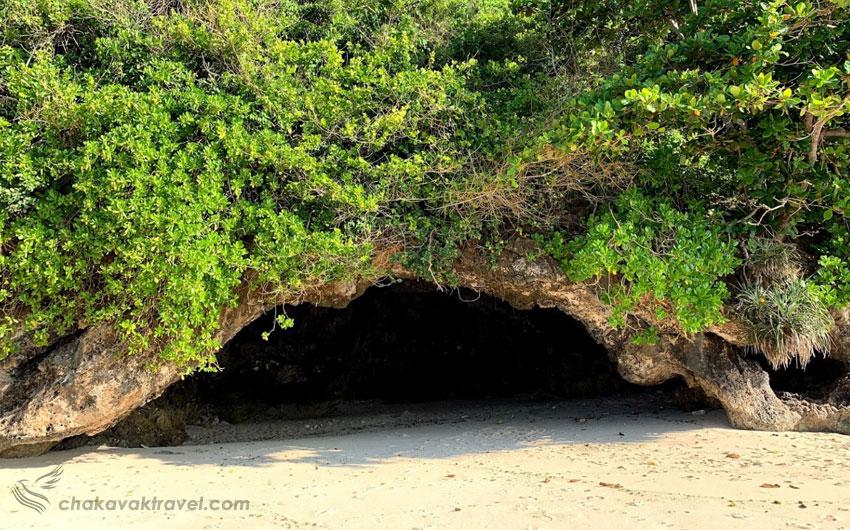 غارهای ساحل green bowl در بالی اندونزی