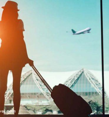 اثرات مثبت سفر بر روح و روان انسانها چمدان و کیف در فرودگاه برای سفر