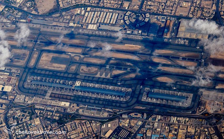 عکس هوایی از فرودگاه بین المللی دبی امارات Dubai International Airport کد یاتا DXB و کد ایکائو OMDB و ترمیانها و باند های فرود هواپیما در آن