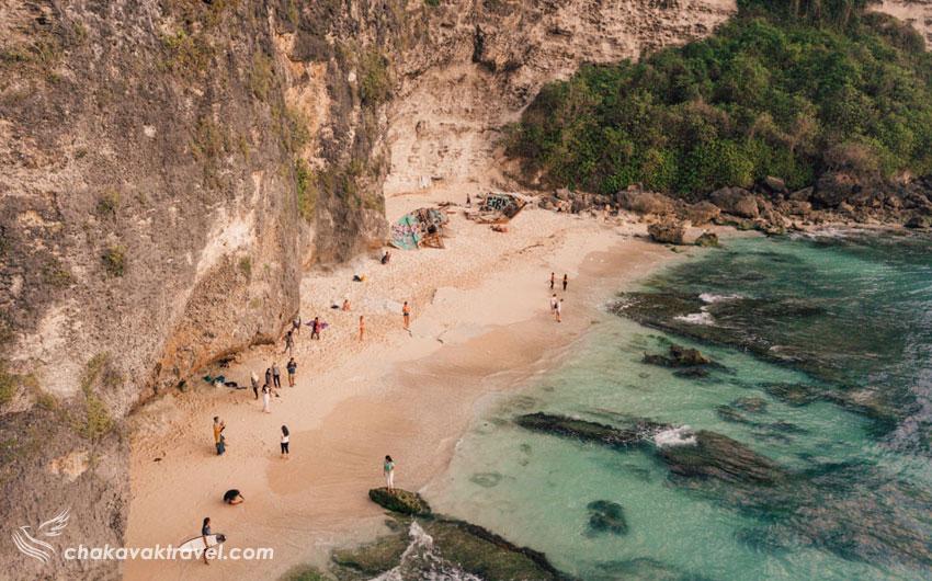 بررسی شلوغی ساحل و تفریحات رایج گردشگران در امتداد روز ساحل آبی نشان بالی Blue Point Beach یا ساحل سولوبان Suluban